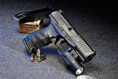 Ocak 2011 de piyasaya duyuralan M1 tipi pedal şarjör çıkarma koluna sahip ilk model.